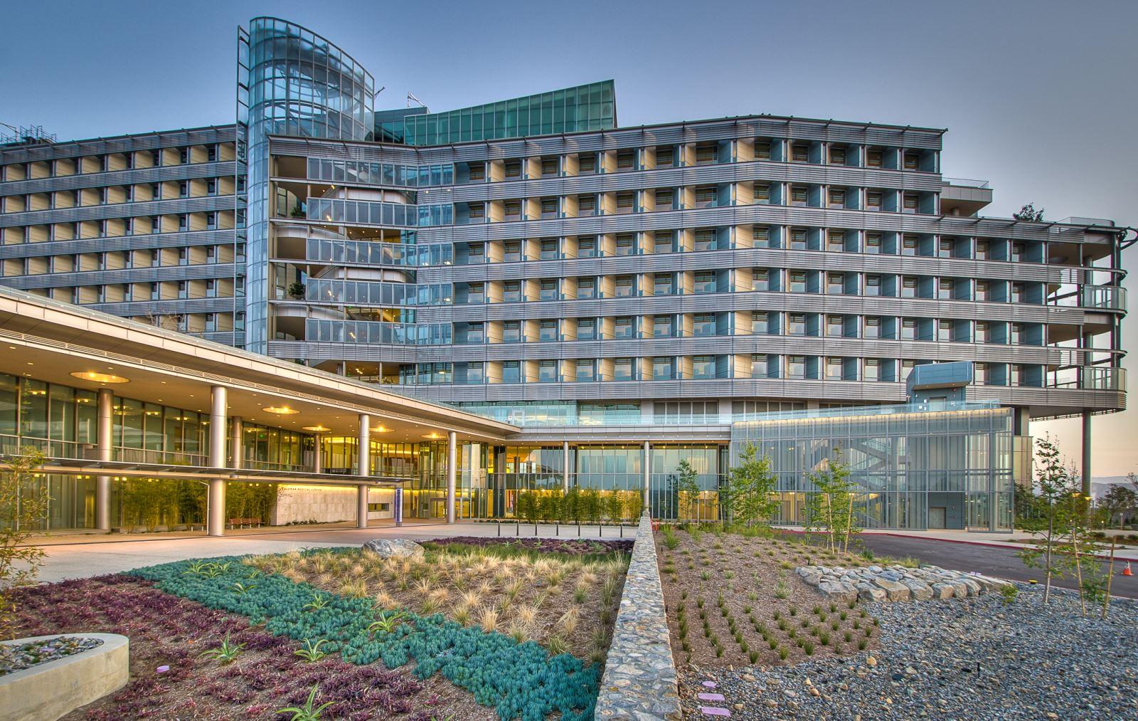 landscape-installation-palomar-medical-center
